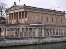 Alte Nationalgalerie/老国家肖像馆和河狂欢在柏林 图库摄影