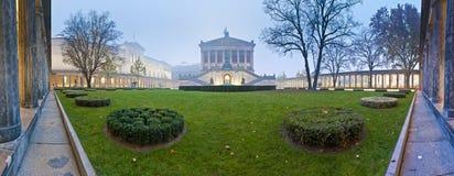 Alte Nationalgalerie (gammal National Gallery) på Berlin, Tyskland Arkivbilder