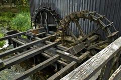 Alte niederländische (Doppel) Mühle des Wassers (Rad) Lizenzfreie Stockfotografie