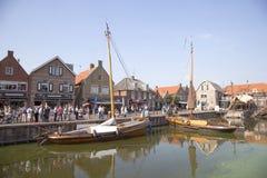 Alte niederländische Segelschiffe im Hafen von Spakenburg Lizenzfreies Stockfoto