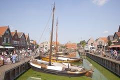 Alte niederländische Segelschiffe im Hafen von Spakenburg Lizenzfreie Stockfotografie