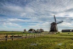 Alte niederländische Windmühle Lizenzfreie Stockfotos