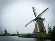 Alte niederländische Windmühlen, dunkler regnerischer Tag Stockfoto