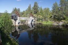 Alte norwegische Industrieverdammung Stockbilder