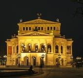 Alte Oper bij nacht in Frankfurt-am-Main Stock Afbeelding