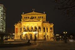 Alte Oper przy nocą w Frankfurt magistrala - Am - Obrazy Stock