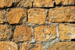 Alte orange und graue Backsteinmauer Stockbild