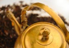 Alte orientalische Teekanne Stockbilder