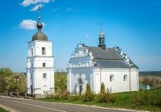 Alte orthodoxe Kirche im rustikalen Hinterland Lizenzfreie Stockfotos