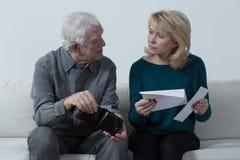Alte Paare mit Finanzschwierigkeiten Lizenzfreies Stockbild