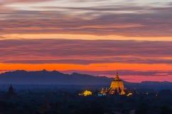 Alte Pagode belichtet an der Dämmerung, Bagan (Heide) Stockbilder