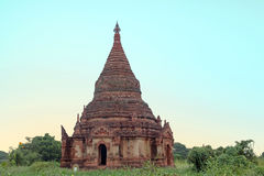Alte Pagode in der Landschaft von Bagan auf Myanmar Stockfotos