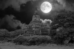 Alte Pagode in der Landschaft von Bagan auf Myanmar vorbei voll Lizenzfreie Stockfotos