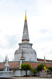 Alte Pagode in Wat Mahathat lizenzfreie stockfotos