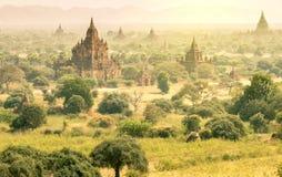 Alte Pagoden auf Myanmar - Vogelperspektive von Bagan-Tal Lizenzfreies Stockfoto