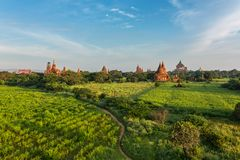 Alte Pagoden in Bagan während des Sonnenaufgangs Stockfotos