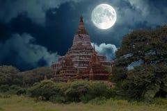 Alte Pagoden in der Landschaft von Bagan auf Myanmar Stockbild