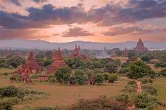 Alte Pagoden in der Landschaft von Bagan auf Myanmar Stockfotos