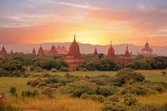 Alte Pagoden in der Landschaft von Bagan auf Myanmar Lizenzfreie Stockfotos