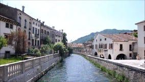 Alte Paläste in der Stadt von Vittori Venetien stock video footage
