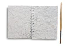 Alte Papiere des Notizbuches mit Lackpinsel Lizenzfreies Stockbild