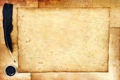 Alte Papiere mit Feder Lizenzfreie Stockfotos