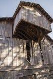 Alte Pionierklotzscheune, Eichenholzabstellgleis, historisch, Bauernhof, West, Stockfotografie