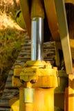 Alte Planierraupe vergessen im Bergwerk Stockbilder