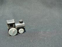 Alte Plastikmaschine eines Zugspielzeugs lizenzfreie stockbilder