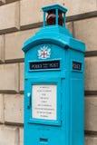 Alte Polizei-allgemeiner Anruf-Beitrag in der Stadt von London Stockfoto