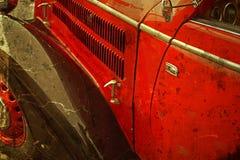 Alte Postkarte mit einem alten Auto Stockfotografie