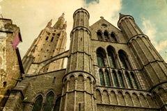 Alte Postkarte mit gotischer Fassade der Kirche unserer Dame, Bruge Lizenzfreie Stockfotos