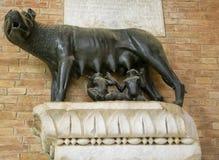 Alte römische Bronze des Siewolfsäugling romulus und des remus die traditionellen Gründer der Stadt und des Reiches von Rom Lizenzfreie Stockfotos
