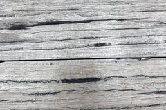 Alte raue graue hölzerne Planken voll von Sprüngen lizenzfreies stockfoto