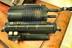 Alte Rechenmaschine lizenzfreies stockbild