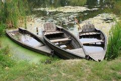 Alte Reihen-Boote Lizenzfreie Stockfotos