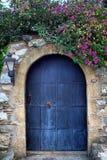 Alte Retro- hölzerne blaue Tür Lizenzfreies Stockfoto