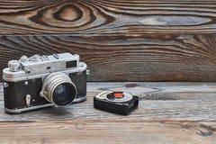 Alte Retro- 35mm Entfernungsmesserkamera und -Belichtungsmesser der Weinlese Stockbilder