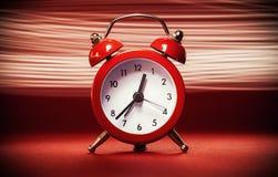 Alte Retro- rote Uhr Lizenzfreies Stockfoto