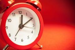 Alte Retro- rote Uhr Stockfotografie