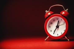 Alte Retro- rote Uhr Stockbild