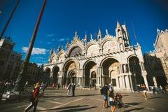 Alte Retro- Straße ohne jedermann in Italien Venedig im Sommer stockfotos