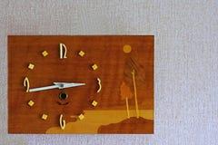 Alte Retro- Uhr auf der Wand Lizenzfreie Stockfotografie
