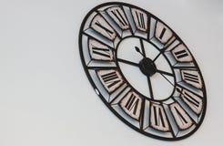 Alte Retro- Uhr auf einem weißen Hintergrund Lizenzfreies Stockfoto