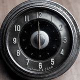 Alte Retro- Uhren, mechanisches Auto der Weinlese passt Nahaufnahme auf stockbild
