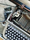 Alte Retro- unnötige fehlerhafte Schreibmaschine, Berufsverfasserausrüstung Lizenzfreies Stockfoto