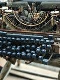 Alte Retro- unnötige fehlerhafte Schreibmaschine, Berufsverfasserausrüstung Stockbild