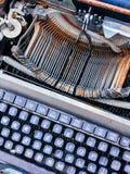 Alte Retro- unnötige fehlerhafte Schreibmaschine, Berufsverfasserausrüstung Stockbilder