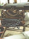 Alte Retro- unnötige fehlerhafte Schreibmaschine, Berufsverfasserausrüstung Stockfoto