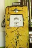 Alte Retro- Weinlese der Benzinpumpe Stockfotografie